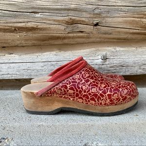 Vintage Leather and Wood Women's Clogs Rose Bud